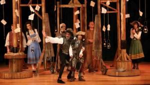 Bostanlı Suat Taşer Tiyatrosu kapılarını açtı