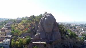 Profesyonel dağcılar Atatürk Maskı'nda bakım yaptı