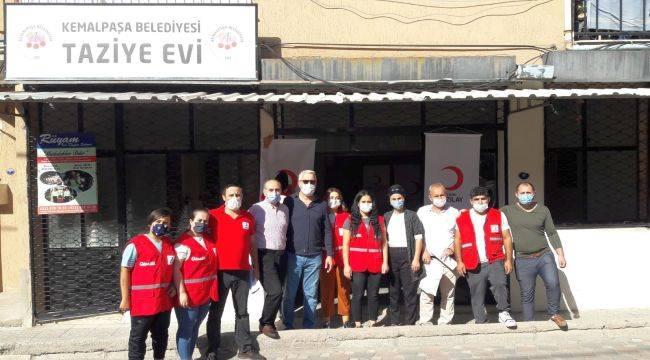 Kızılay Kemalpaşa'da Kıyafet Yardımında Bulundu