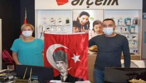 Aliağa Belediyesi'nden Esnafa Anlamlı Cumhuriyet Bayramı Hediyesi