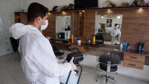 Kemalpaşa'da berber ve kuaförler dezenfekte ediliyor