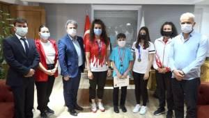 Şampiyon gençlerden Başkan İduğ'a 19 Mayıs ziyareti