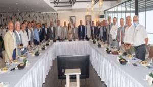 ''Türkiye'de herkes İzmir'e büyük bir gıptayla yaklaşıyor''